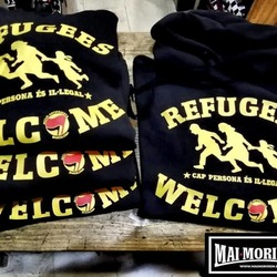 Refugees welcome.Cap persona es Il.legal.  www.maimorirem.cat  #maimoriremcrew #maimorirem #refugeeswelcome #cappersonaesil.legal #antifa